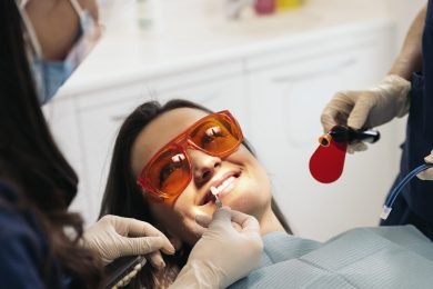 Dentists with a patient during a dental intervention.